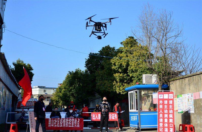 中國使用無人機進行疫情管控。 中新社