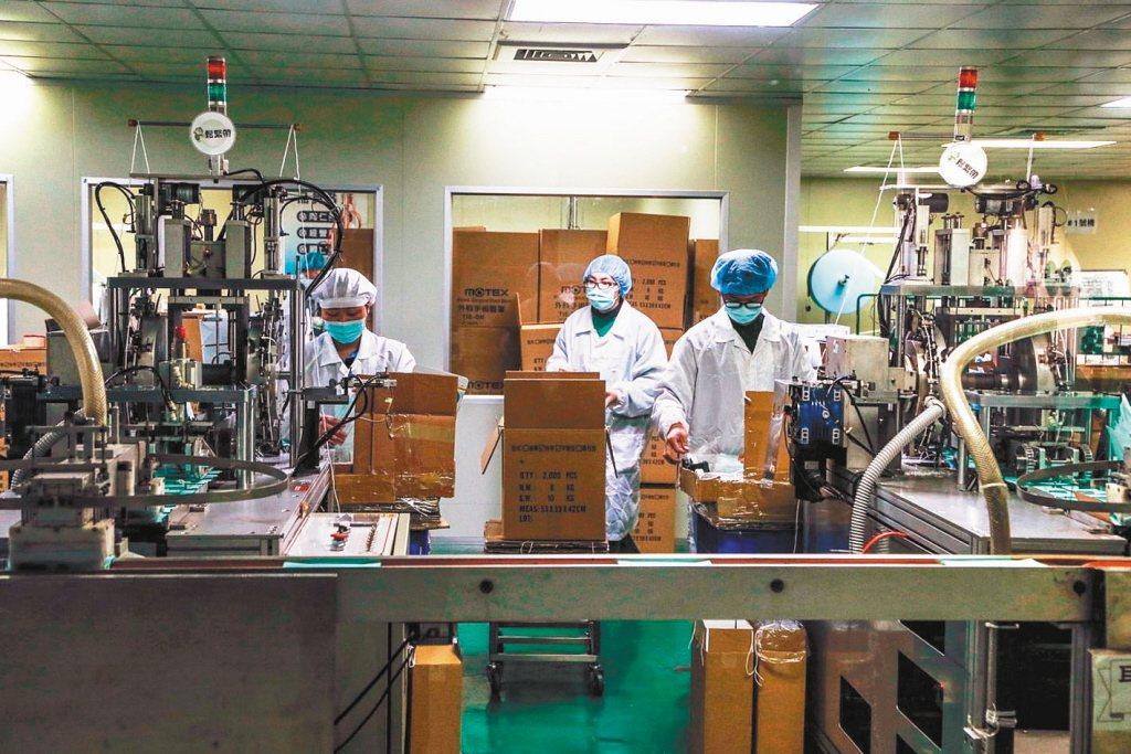 圖為彰化華新口罩工廠。 聯合報系資料照片/記者林敬家攝影