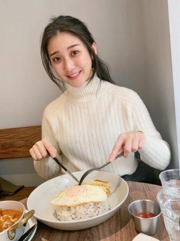林逸欣很多東西不吃,自嘲飲食方面很省錢。 圖/摘自臉書