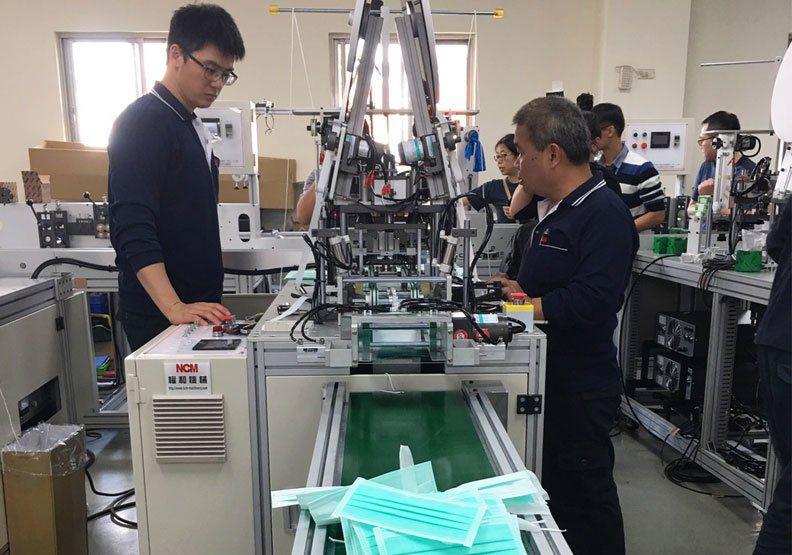 圖/權和機械口罩自動生產線。林鳳琪攝
