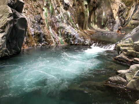 正確辨識野溪風險:被水流沖下深潭怎麼辦?