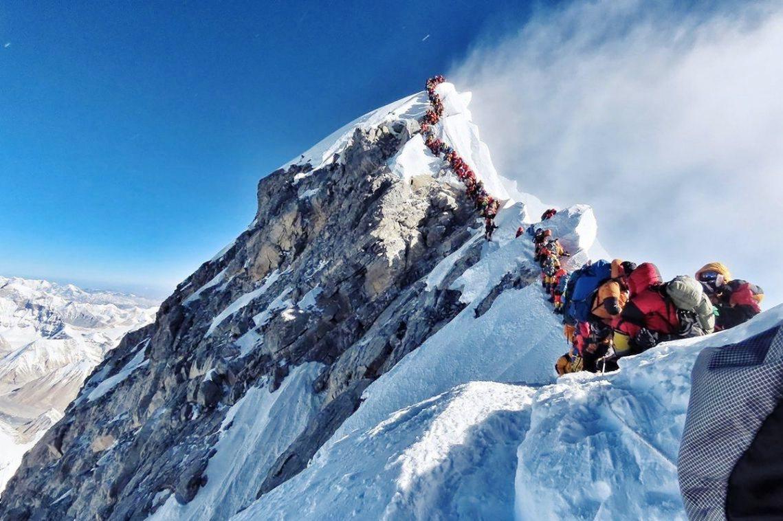 長年被戲謔諷刺是「世界最高垃圾掩埋場」的喜瑪拉雅山聖母峰,近年隨著氣候暖化、冰雪...