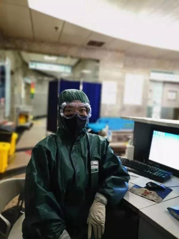 武漢一名感染新冠病毒的急診科護士賈娜,居家隔離11天後已經痊癒,目前也重新回到工...