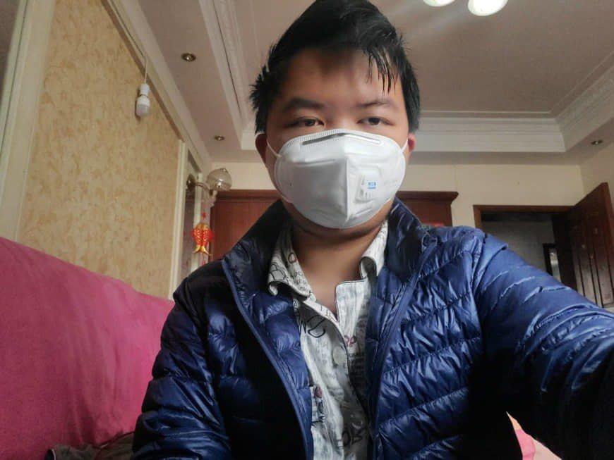 葉虎完成隔離後,2月13日出現在武漢老家。圖片取自彭博資訊