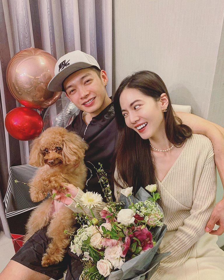 曾之喬(右)新婚後與辰亦儒度過第一個西洋情人節。圖/摘自臉書