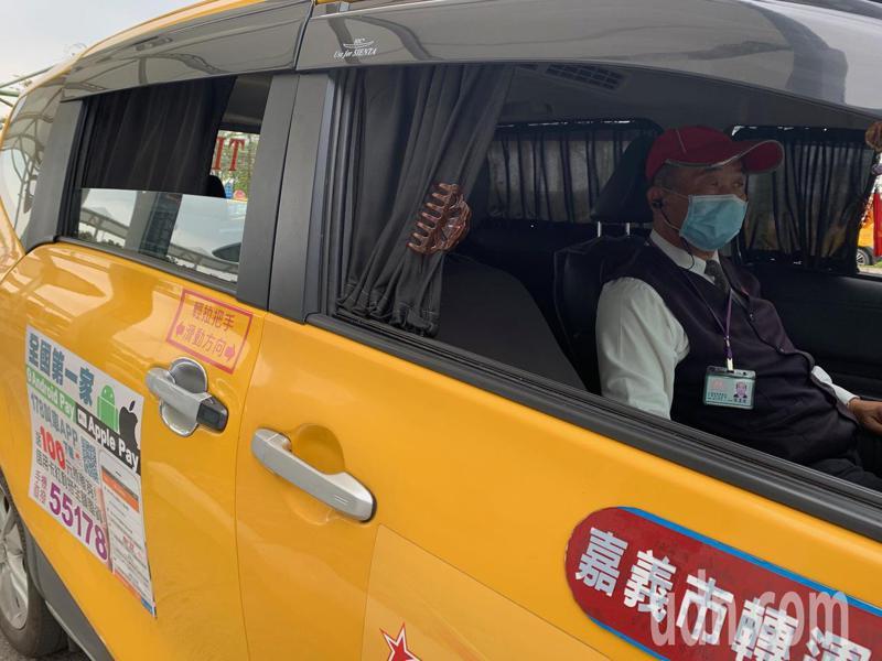 醫師呼籲不論是公車或是計程車司機,在沒有口罩的情況下打開窗戶通風。圖為情境示意圖,非當事者。聯合報系資料照片/記者魯永明攝影