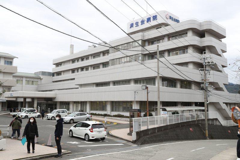 日本和歌山縣有田市的濟生會醫院,15日再度傳出一例新冠肺炎確診,身分是13日確診醫生的同事,年約50多歲的男性外科醫生。路透/讀賣新聞