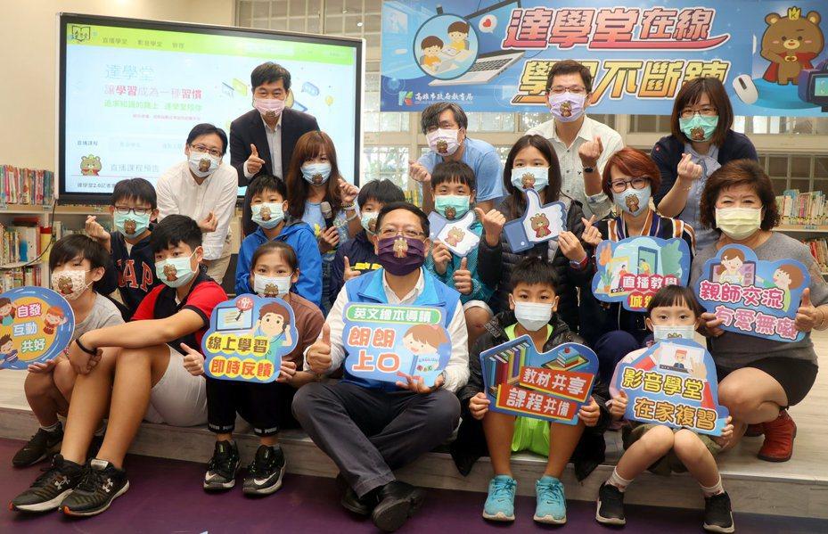 防疫口罩需求在校園非常重要。報系檔案照片