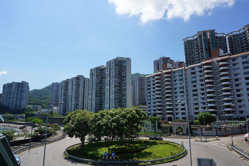 共有20幾隻寵物疑似被從香港豪景花園大樓丟出摔死。取自維基百科