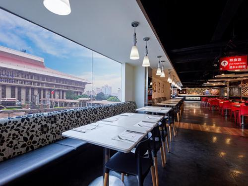 台北凱撒大飯店2月16日起不再提供周一到四的自助式下午茶,晚餐時段全部暫停供應。圖/摘自酒店官網