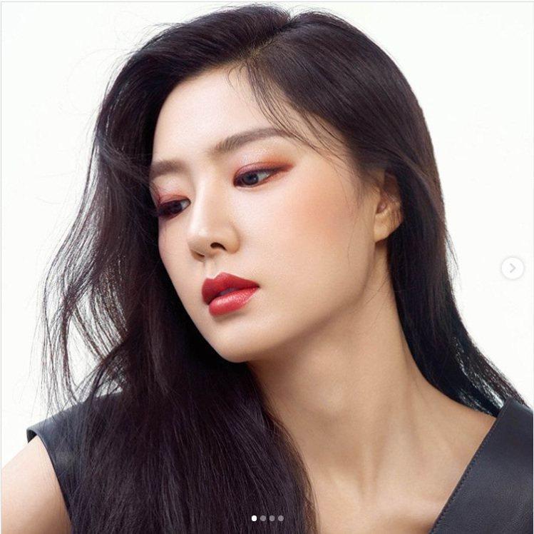 《愛的迫降》徐智慧飾演的北韓富家千金徐丹,白富美妝容就是資生堂超進化光感氣墊、資...