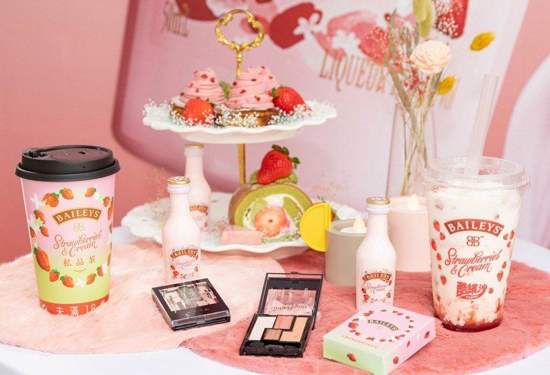 「貝禮詩草莓奶酒快閃店」活動期間同時購買兩款新飲,就有機會抽中草莓抹茶色系眼影組。圖/貝禮詩提供    ※ 提醒您:禁止酒駕 飲酒過量有礙健康