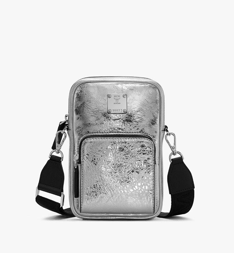 MCM Klassic金屬色迷你斜背包,價格店洽。圖/MCM提供