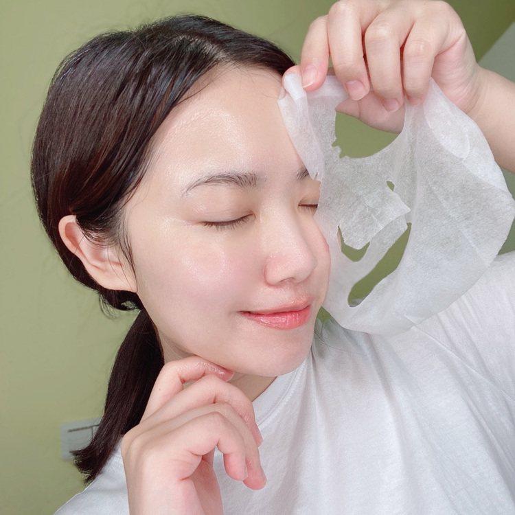 面膜是減法保養的好幫手,為肌膚加強保濕。圖/我的美麗日記提供