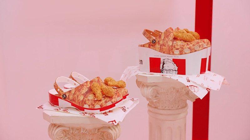 Kentucky Fried Chicken × crocs的聯名炸雞桶洞洞鞋,共有厚底與一般版。圖/擷取自crocs官網