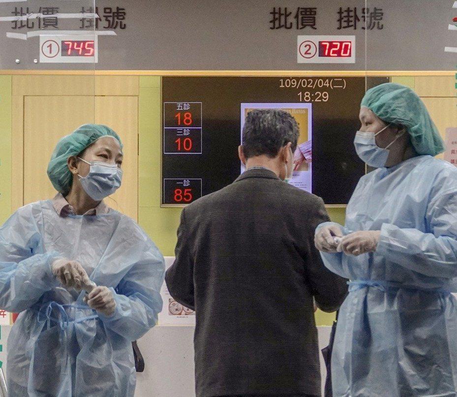 因新加坡及泰國新冠肺炎個案持續增加,疾病管制署今致醫界通函,對14天內有新加坡或泰國旅遊史,且有發燒或呼吸道症狀病人,醫師研判有感染可能得擴大採檢。記者鄭超文/攝影