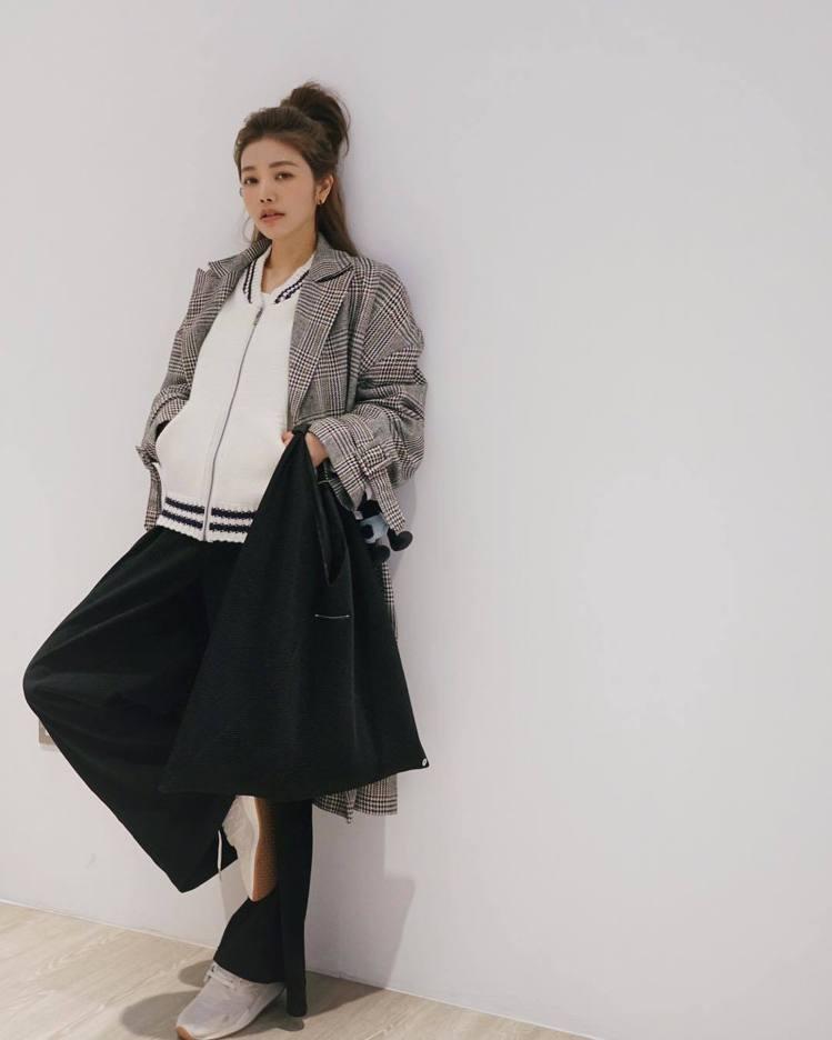 許路兒詮釋MM6 Maison Margiela的Japanese Bag。圖/...