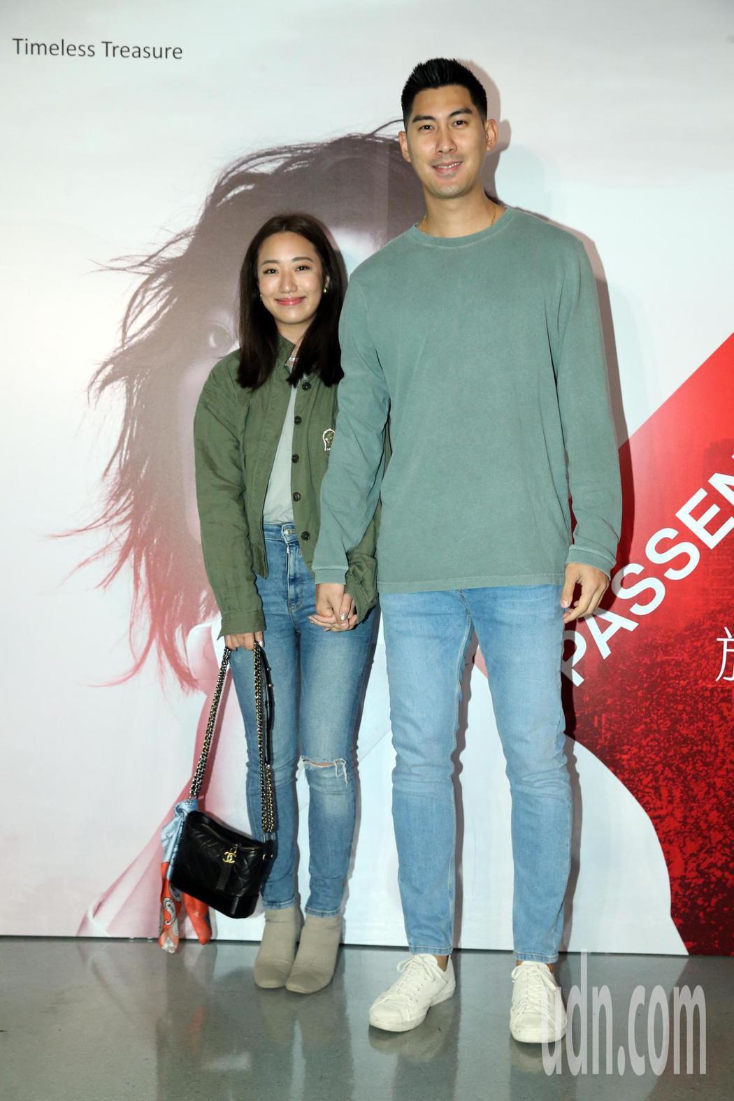 A-Lin台北小巨蛋演唱會,毛加恩(右)帶著新婚妻子前來觀賞。記者許正宏/攝影