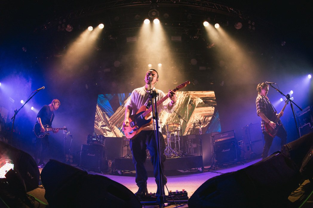 滅火器成軍20週年昨晚於高雄舉行專輯巡迴最終場演出。圖/火氣提供