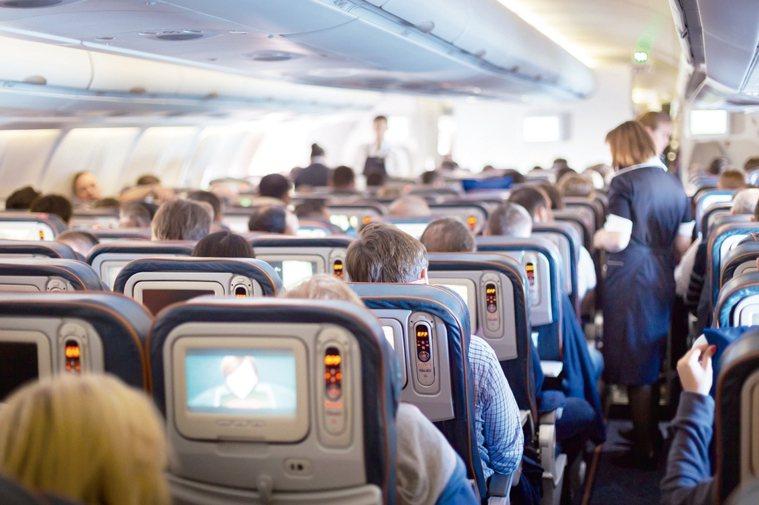 不管你乘坐過多少次飛機,都不及空服員那麼多。因此,空服員知道在飛行期間做哪些事情...