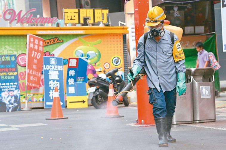 日前從香港入境的三名男女一度失聯,北市府公布姓名後,警方迅速在西門町一家日租套房...