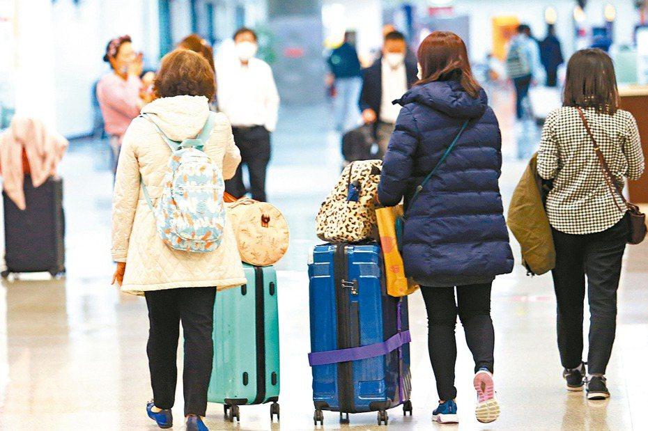 因新冠肺炎疫情緊繃,陸配子女入境政策引發各方激辯。 圖/聯合報系資料照片