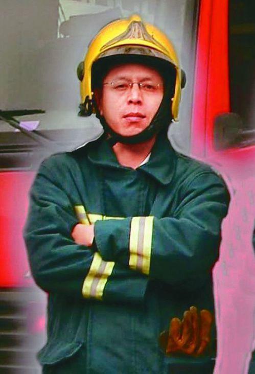 不幸殉職的高雄市消防局小隊長馮永昌。 記者林保光/翻攝
