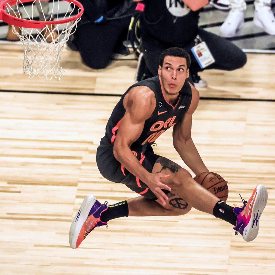 葛登在NBA明星賽灌籃大賽居亞軍。 歐新社