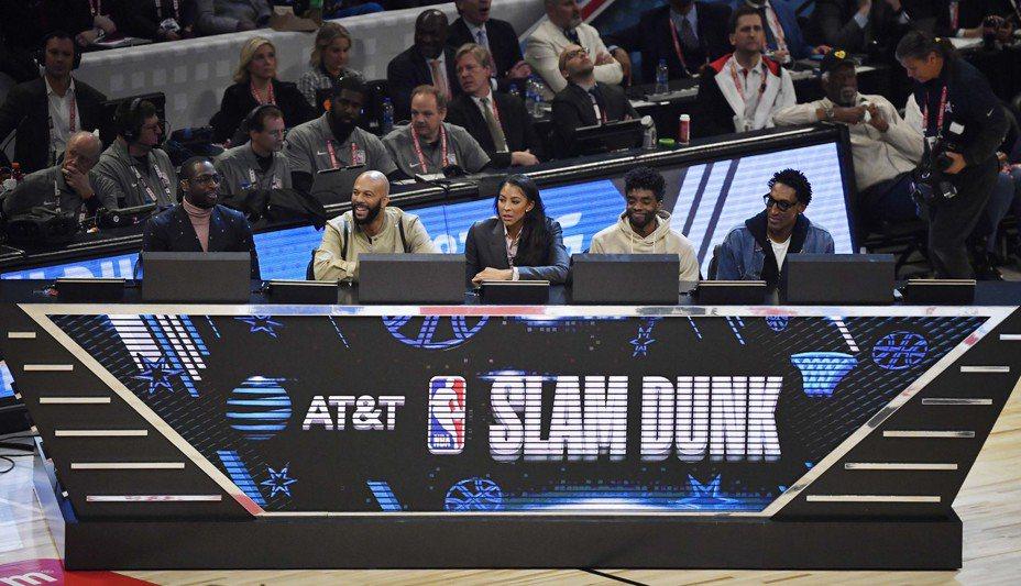 灌籃大賽評審韋德、凡夫俗子、帕克、波斯曼與皮朋(左起)。 路透