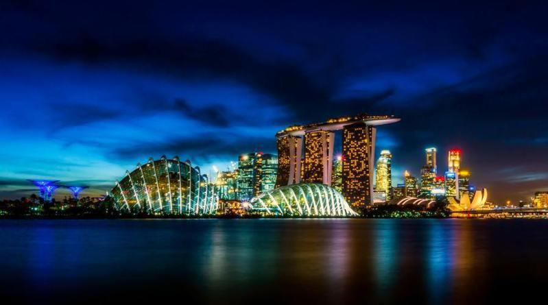 新加坡媒體很少出現批判政府的聲音,也使得網路上蒐集對於政府與體制的批判十分困難。(photo by Pexels)