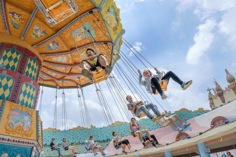 台中市內兩家觀光遊樂業麗寶樂園及東勢林場同時響應台灣燈會祭出好康。圖/台中市政府提供