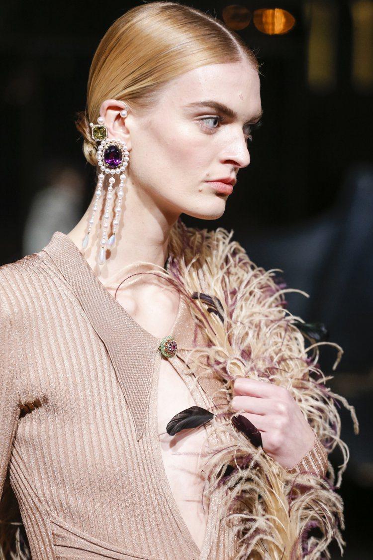 由設計師Prabal Gurung操刀的TASAKI Atelier高級珠寶,以...
