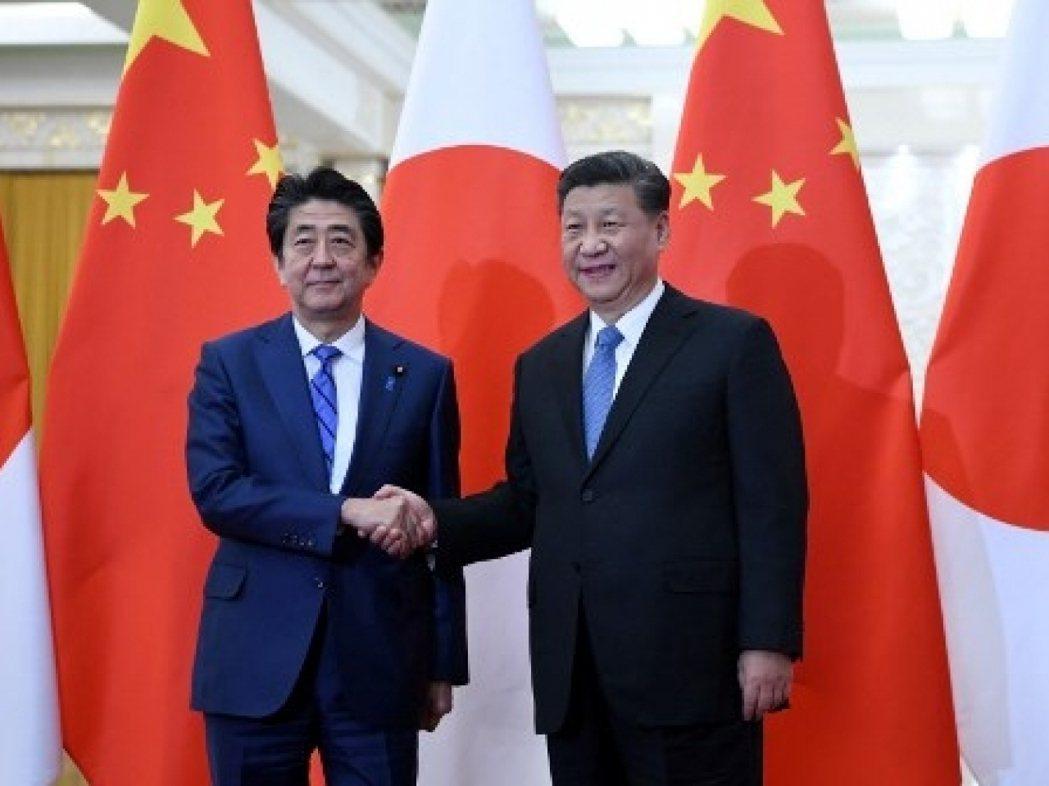 大陸國家主席習近平(右)預料將繼續在4月訪日。(法新社資料圖片)