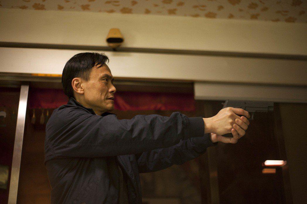 陳以文在片中飾演罪犯石知田的爸爸,同時也是警察。圖/中影提供