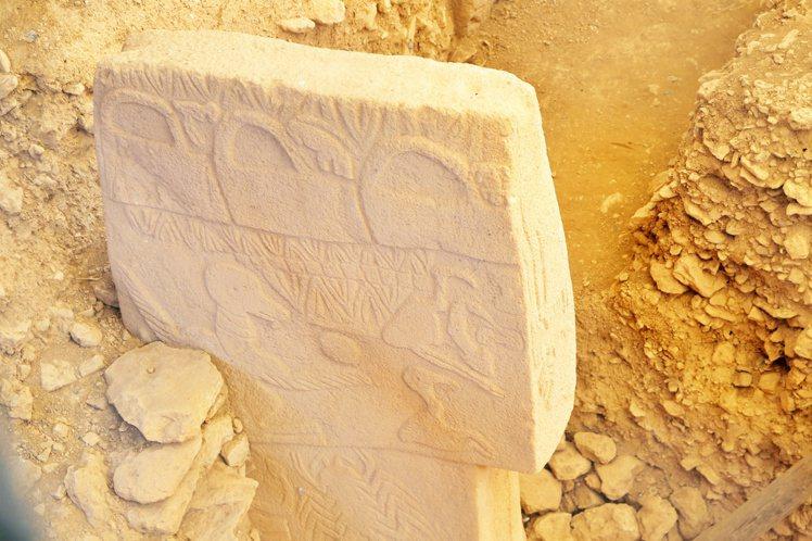 石頭上的動物雕刻都不同。記者魏妤庭/攝影