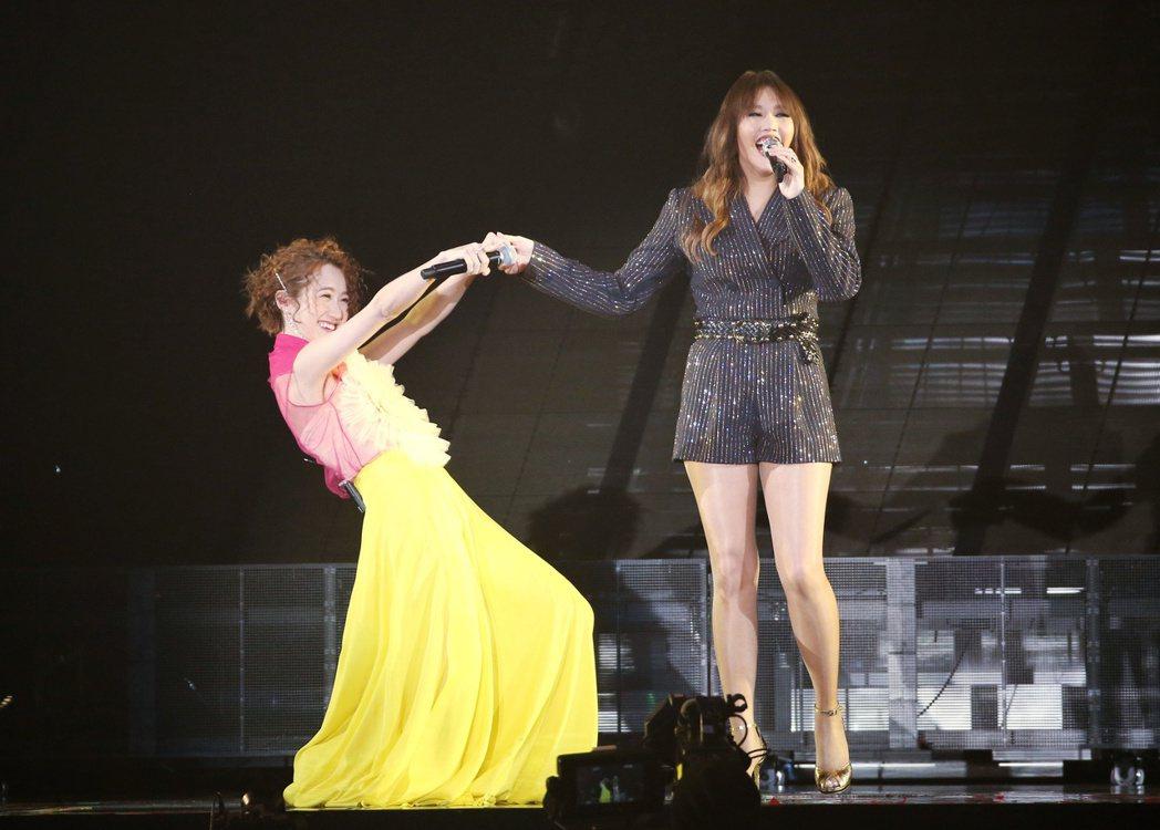 Lulu (左)16日擔任 A-Lin「Passenger 旅.課」巡演的第3場...