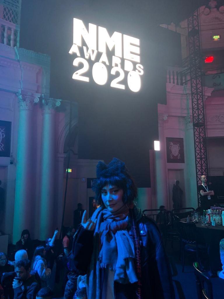 何超(何超儀)開心赴英國出席「2020年NME頒獎典禮」。圖/Drill Tea...