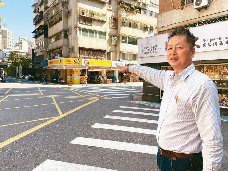 台北市大安區虎嘯里長詹仲琪爭取在沒有紅綠燈的路口增設監視器,今年市府有列預算,將可望裝設。 記者魏莨伊/攝影