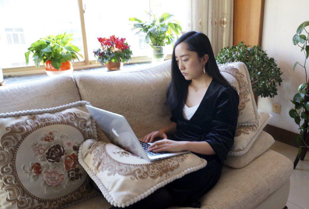 新冠肺炎疫情爆發後,中國大陸許多企業允許員工在家工作。 (美聯社)
