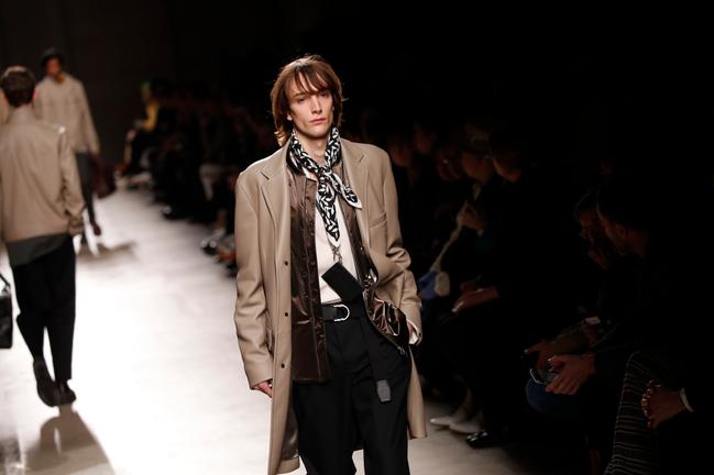 2020秋冬男裝周在1月中旬才剛結束,各個設計師透過服裝來展示自己的創意,也擘畫...