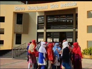 印度68名女大學生 被迫脫內褲驗月經「受辱落淚」 圖擷自twitter(2/14)