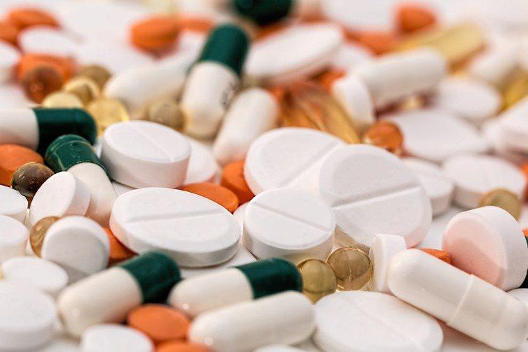 藥物合併服用或使用不當,可能影響健康,甚至有危險的副作用。 圖/pixabay