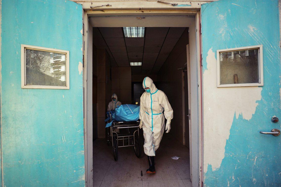 根據市民網路的手動查核,截至2月16日深夜為止,武漢各級醫院的剩餘床位只剩下60...