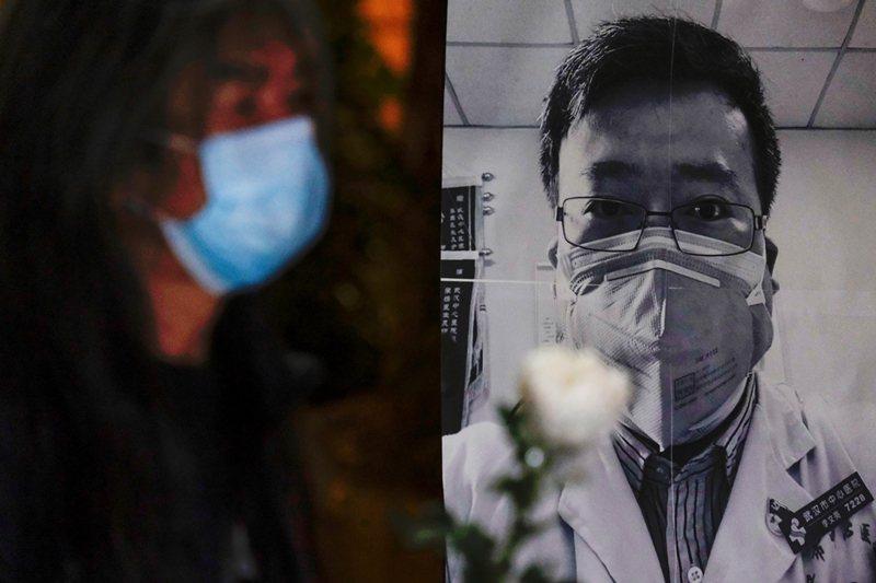 李文亮的私人行為看在基層警察眼裡,仍被視為「擾亂社會秩序」,因而加以懲處。 圖/路透社