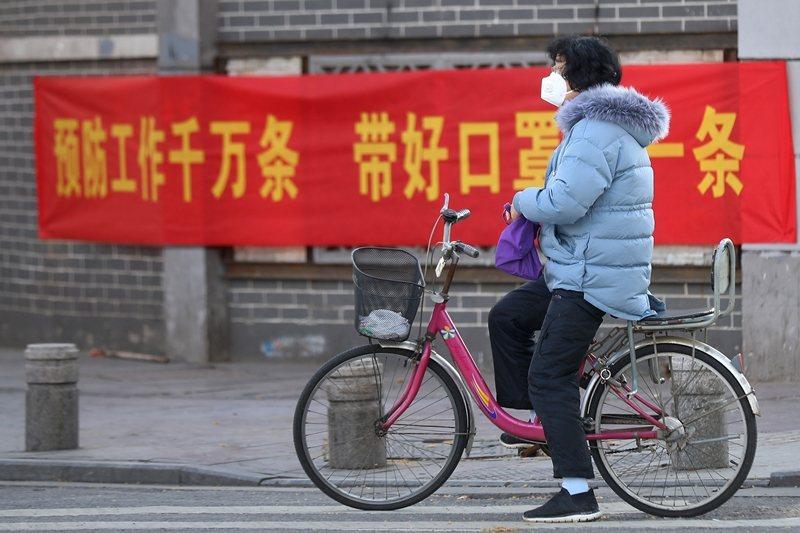 中國人將所有權力交給中共,代價就是政府的任何決定,人民沒有說不的權利。 圖/中新社