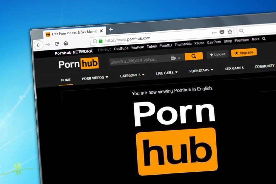 網友熱心建議這位左手受傷的玩家可以去「Pornhub」尋找新天地。