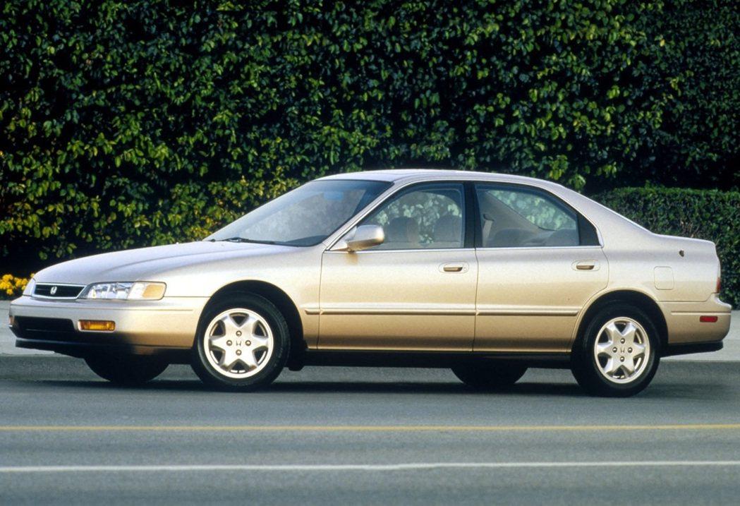第五代Honda Accord也為了向北美市場靠攏放大尺寸。 摘自Honda