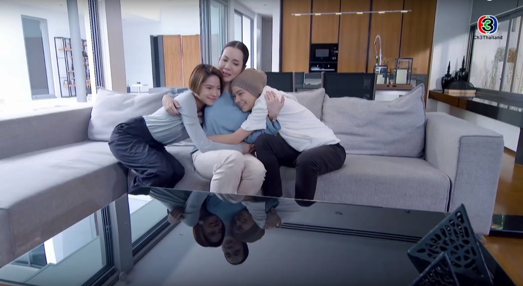由同一位女星分飾劇中龍鳳胎角色是「影子戀人」的一大看點。圖/擷自YouTube