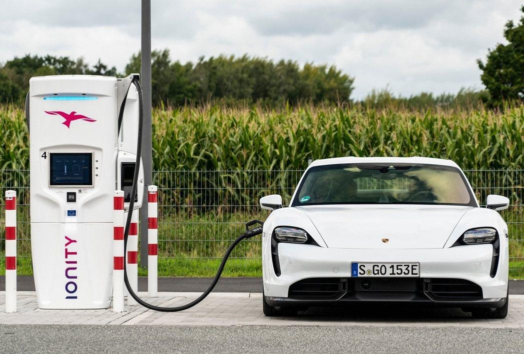 Porsche Taycan。 摘自Porsche