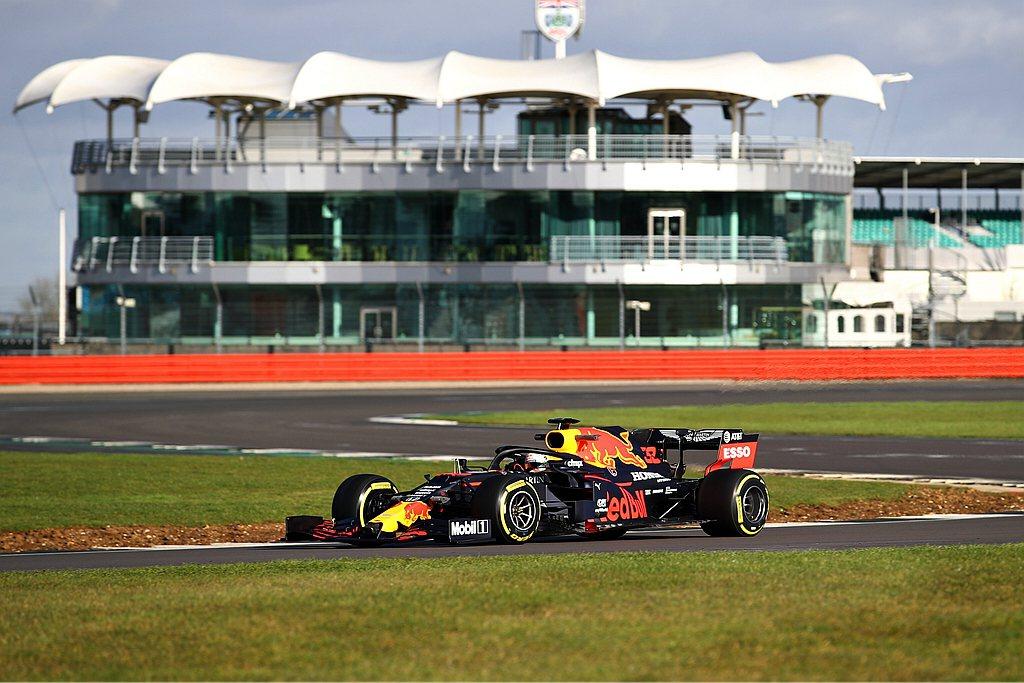 Aston Martin Red Bull Racing日前發表RB16賽車,並...